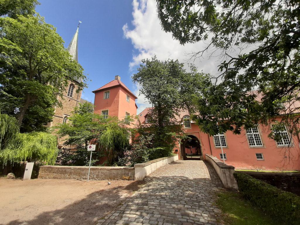 Eingang Kloster Lage
